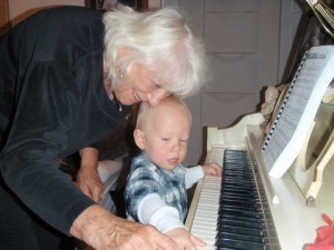 Mom-piano